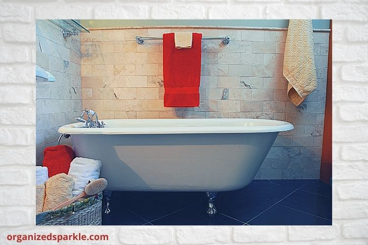 Browse pictures of freestanding bathroom clawfoot tubs. Discover inspiration for your next bathroom remodel.